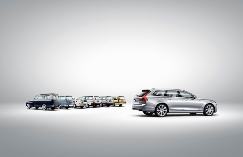 173848_Volvo_V90_and_a_historical_line_up_of_Volvo_estate_models