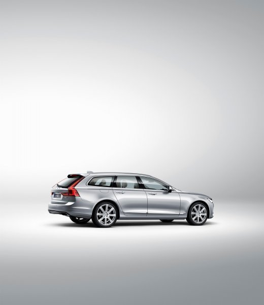 173849_Volvo_V90_Studio_rear_7_8