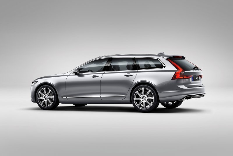 173853_Volvo_V90_Studio_Rear_3_4